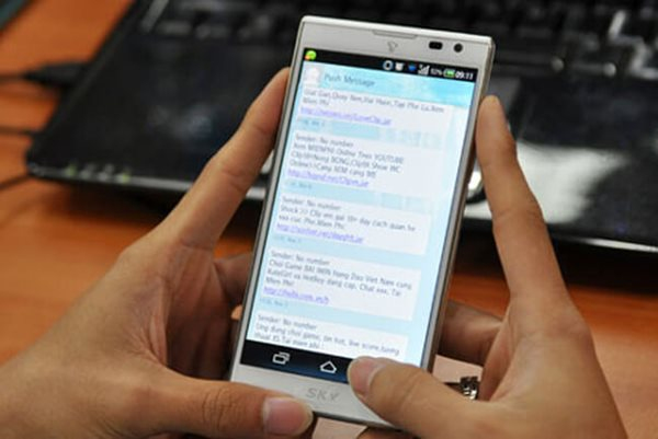 Mobifone và nhiều nhà mạng khác phải đến sau 31/12 mới tiếp tục ưu đãi nạp thẻ.